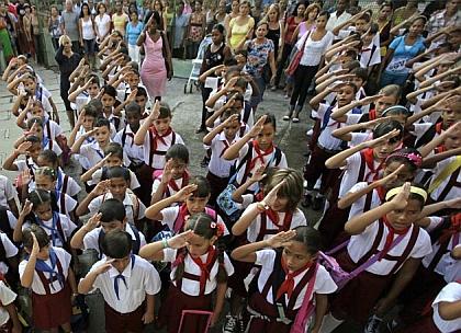 """Foto: Kubanische Kinder singen heute zum Schulbeginn: """"Wir sind die ..."""