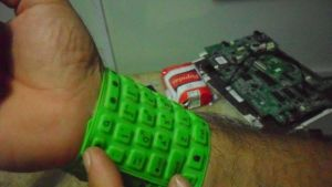 abrazo-tecnologA-a_CYMIMA20140528_0013_13