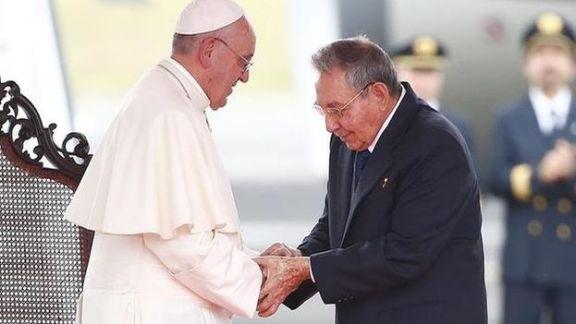 Raul-Castro-papa-EFE_CYMIMA20150922_0013_13
