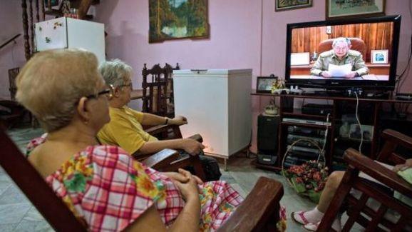 personas-viendo-television_CYMIMA20150403_0003_16