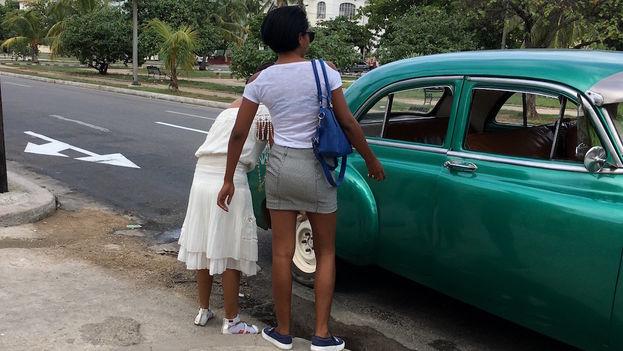 mujeres-abordan-colectivo-almendron-Habana_CYMIMA20170228_0007_16