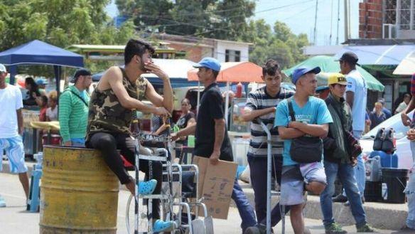 Cientos-Cucuta-transportando-coterraneos-Venezuela_CYMIMA20180207_0009_13