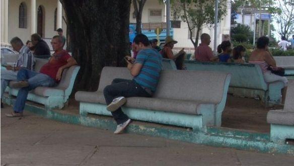 Joven-Parque-Independencia-Pinar-Rio_CYMIMA20150714_0012_13