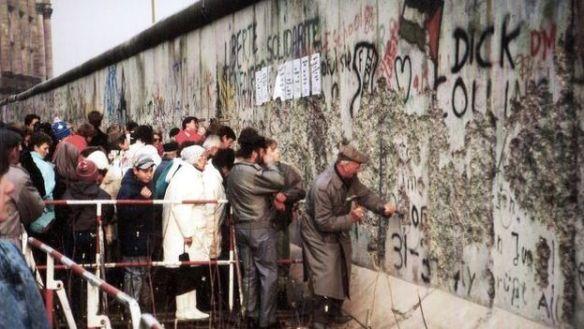 alemanes-emprenden-muro-Berlin-CC_CYMIMA20181109_0013_16